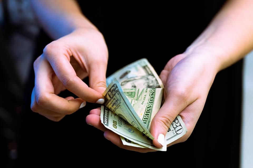 當舖收什麼?除了借錢,關於當舖買東西、流當車、二手當舖精品一次告訴你!